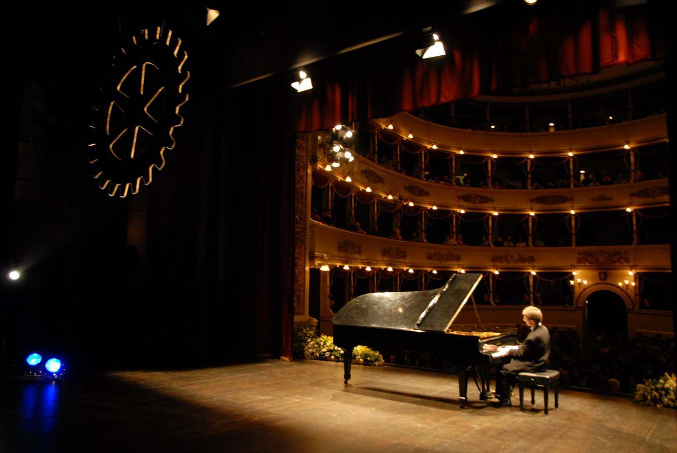Displaying 18> Images For - Concert Pianist...